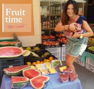 Los cítricos, los kiwis, las frutas rojas, las fresas, los berros, la familia de las coles y el perejil son alimentos ricos en vitamina C, por citar algunos ejemplos.