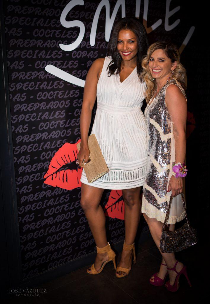 Zolima Bechara y Antonella en la inauguración del pub Smile en Elche